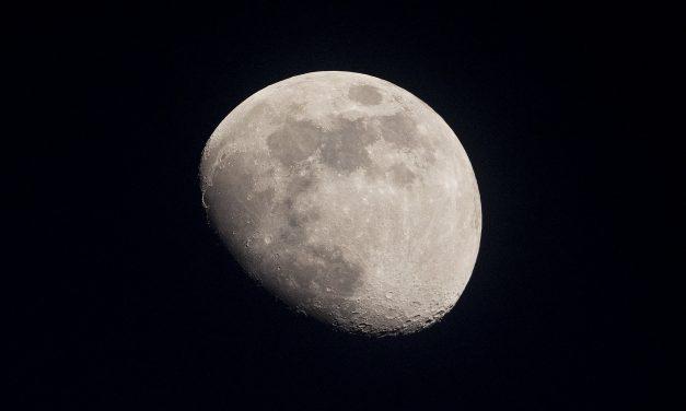 Watch Mars Slip Behind the Moon